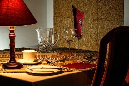dinner-table-444434_1920.jpg